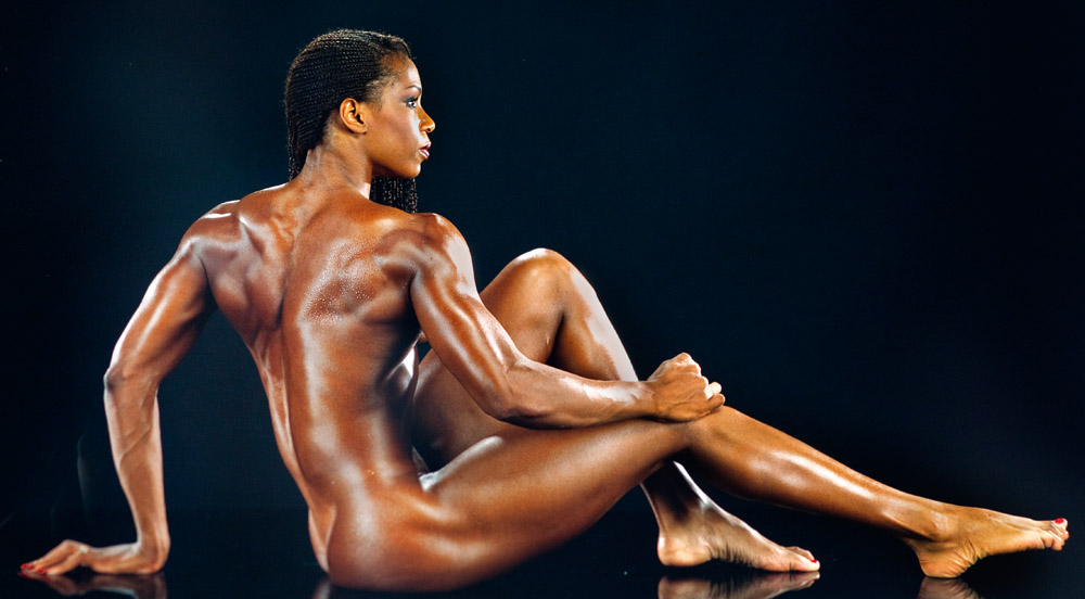 Men pumping iron in the nude
